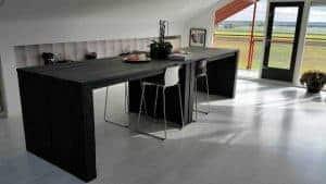 Kantoorinrichting steigerhout met vergadertafel en bureaus