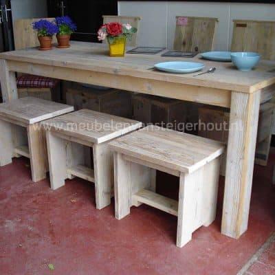 Kruk van steigerhout voor aan de tafel of als bijzettafel
