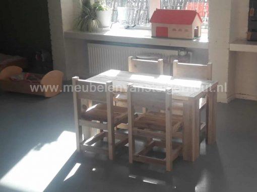 Steigerhout kindertafel met steigerhout kinderstoelen