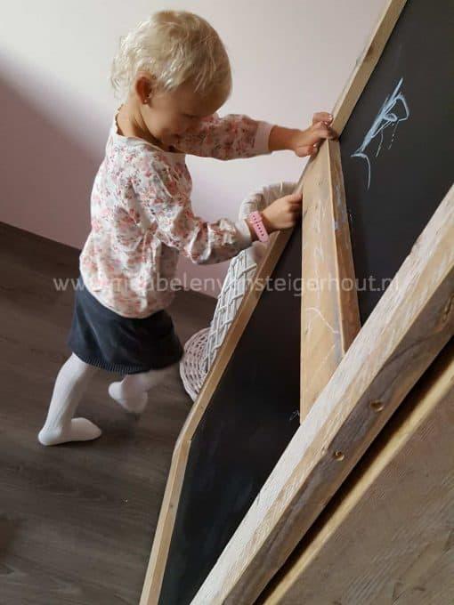 Steigerhouten kledingkast met schoolbord deur
