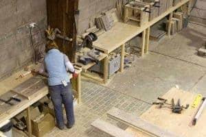 In het gooi wordt bij meubelen van steigerhout alle meubelen gemaakt door een vrouw