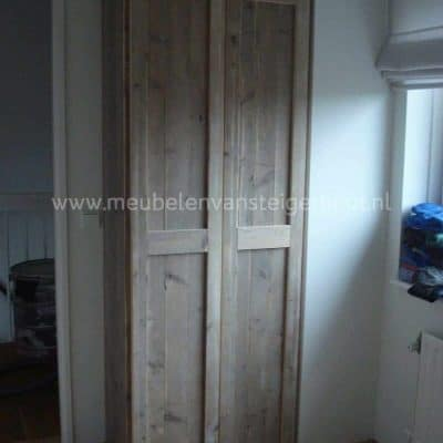 Steigerhouten kledingkast met legplanken