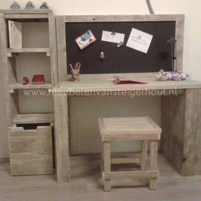 Kinderbureau steigerhout Robin met magneetbord en kasten