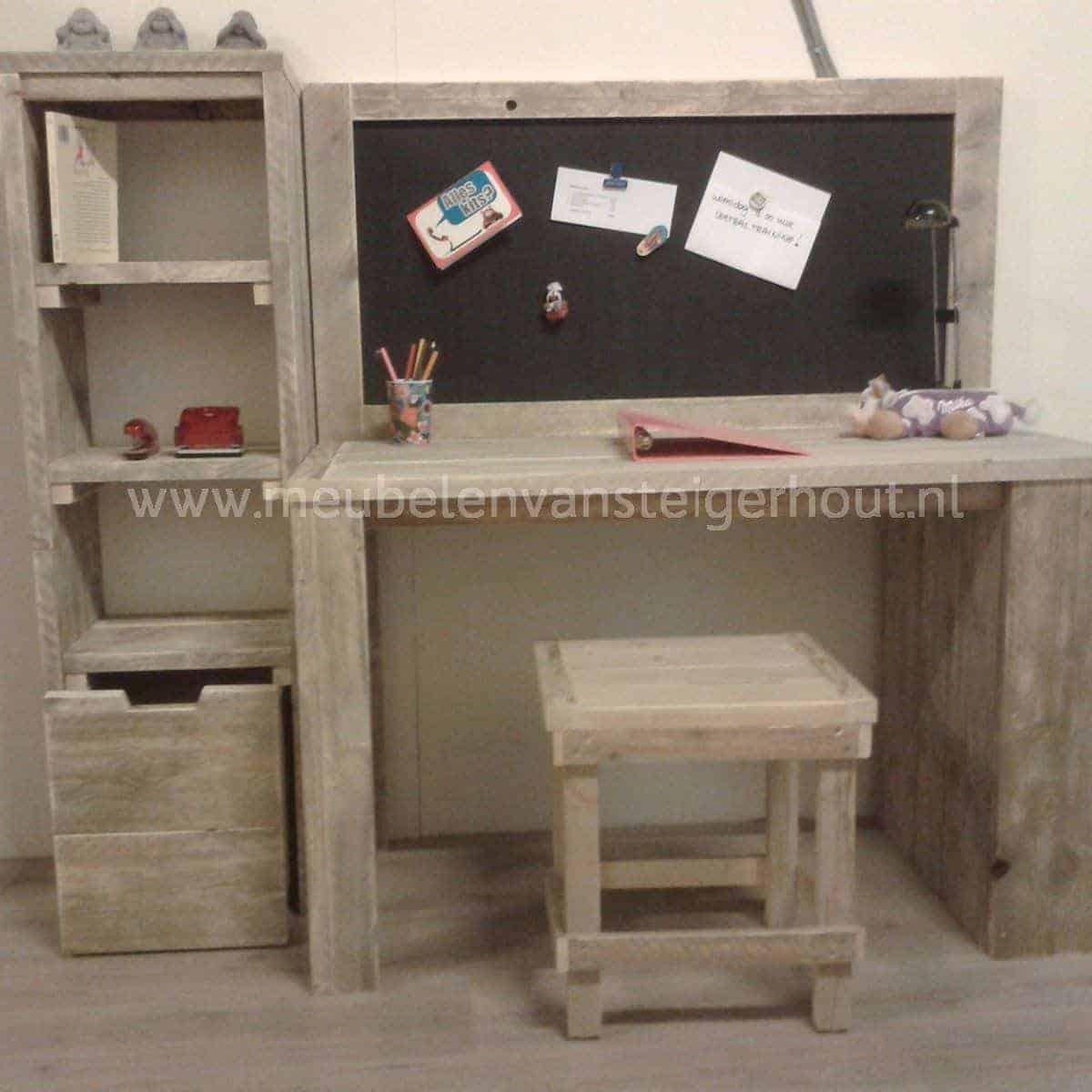 Steigerhouten kinderbureau robin meubelen van steigerhout for Bureau van steigerhout maken