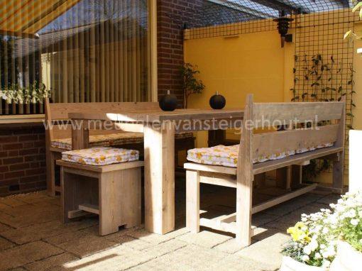 Steigerhout bank voor aan de tafel licht model