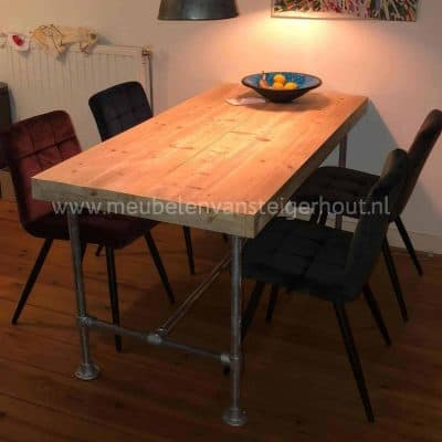 Steigerbuis tafel steigerhout met steigerbuizen