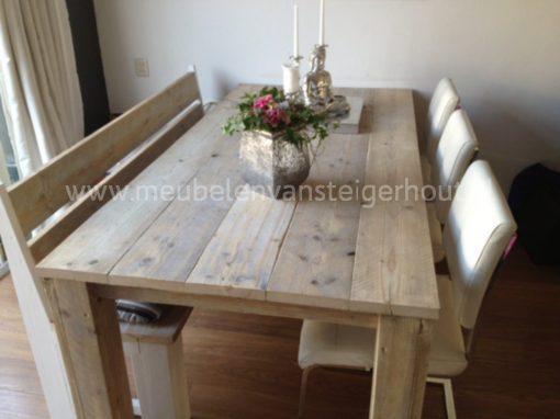 Steigerhout bank voor aan de tafel