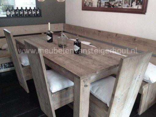 Hoekbank van steigerhout voor aan de tafel
