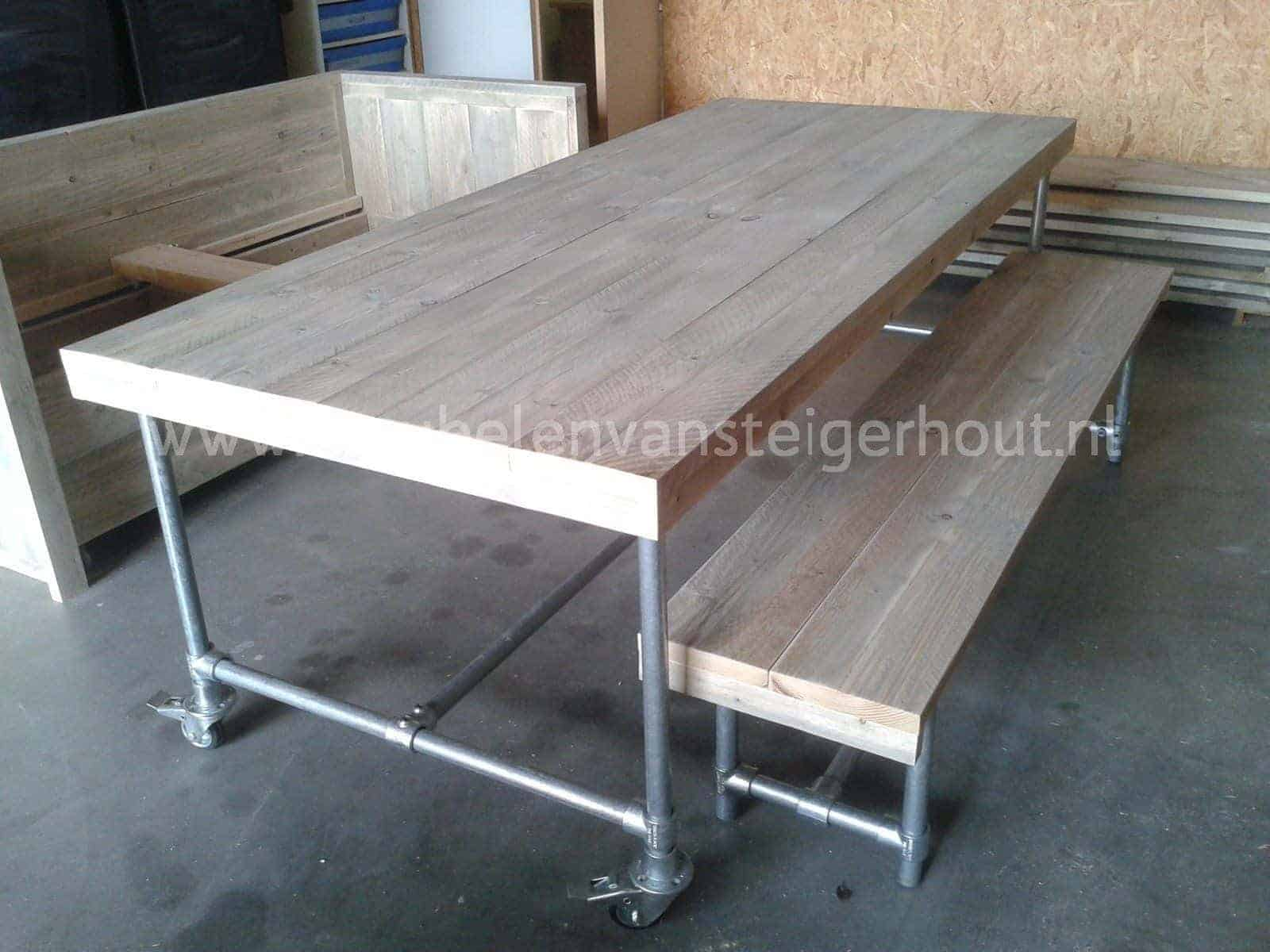 Tafel met wielen. mobiele inklapbare tafel ingeklapte with tafel met