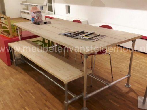 Steigerbuis onderstel tafel steigerhout met bank steigerbuis
