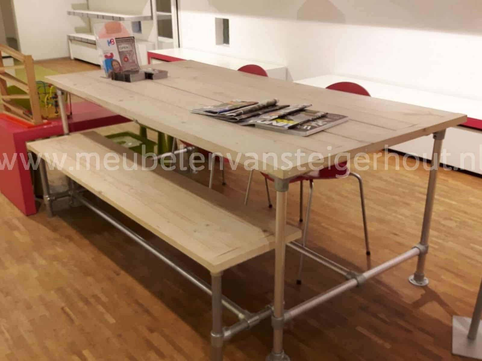 Eettafel steigerbuis meubelen van steigerhout