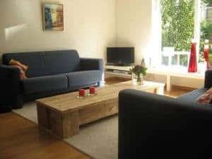 Mooie steigerhouten salontafel met brede schei en dikke steigerhout poten