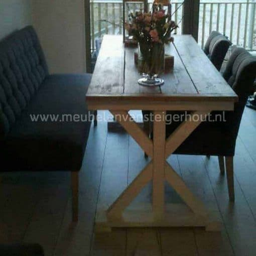 Tafel van steigerhout met sierlijke kruispoot, kan ook met witte kruispoot
