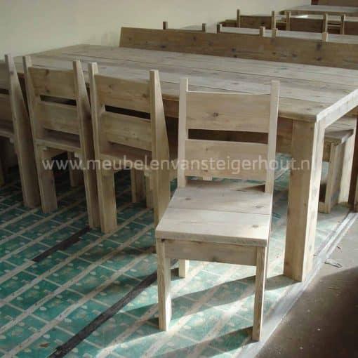 Stoel van steigerhout voor zowel aan de tuintafel als aan de steigerhouten eettafel