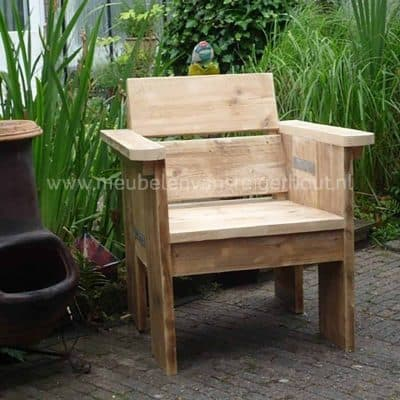 Mooie elegante loungestoel van steigerhout. Klein maar fijn.