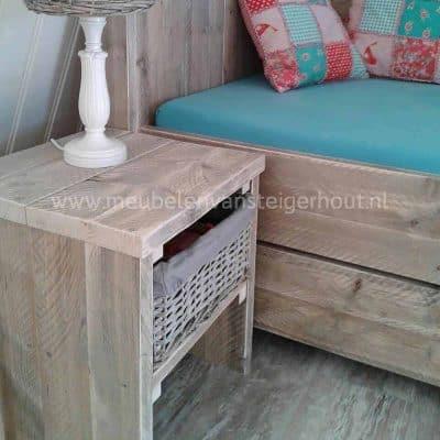 Steigerhouten nachtkastje met bovenplank en legplank