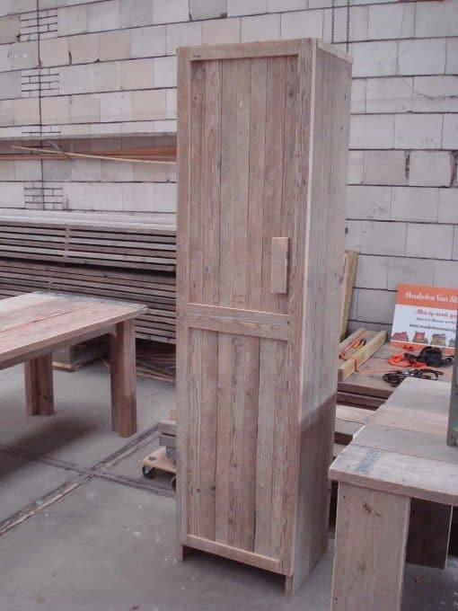 Badkamerkast gebruikt steigerhout type 4. Kwaliteitskast met een deur en vakken. Maatwerk kast 2