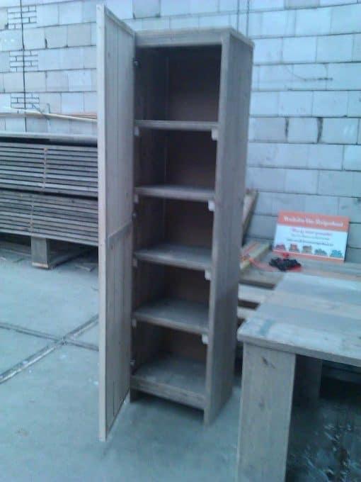 Badkamerkast gebruikt steigerhout type 4. Kwaliteitskast met een deur en vakken. Maatwerk kast 4