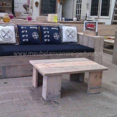 Super coole loungetafel van steigerhout
