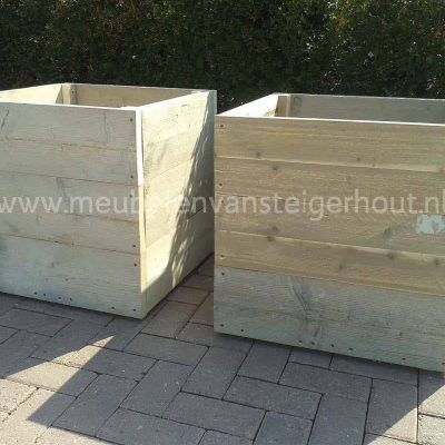 Mooie vierkante plantenbak van steigerhout