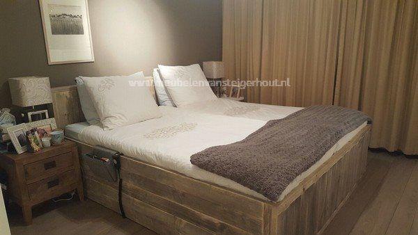 bed steigerhout met achterwand | meubelen van steigerhout
