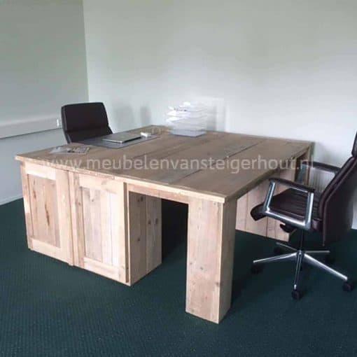 Steigerhouten bureau 180x180 cm met 2 kasten. Bureau van steigerhout voor 2 personen