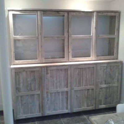 Buffetkast van steigerhout met deuren
