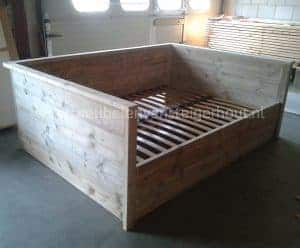 Steigerhouten bedbank in XL formaat.