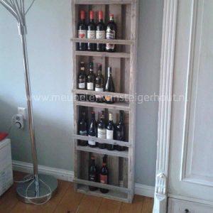 Wijnrek van steigerhout voor heel veel flessen!