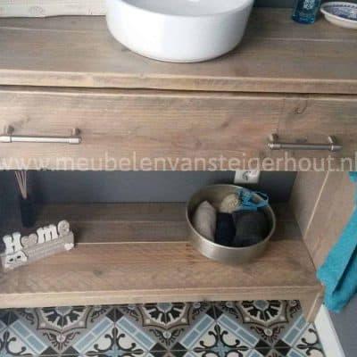 Steigerhouten meubel voor toilet of badkamer met lade en legplank