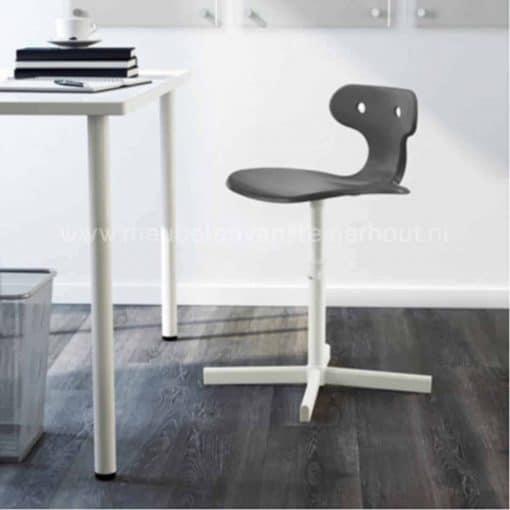 Verstelbare bureaustoel voor steigerhouten kinderbureau