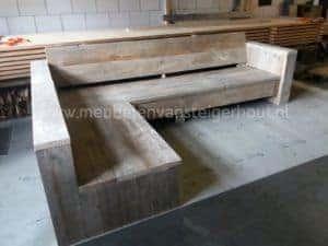 Mooie goedkoop en simpel uitgevoerde hoekbank van steigerhout
