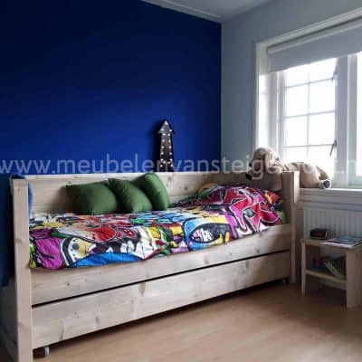 Steigerhout bedbank Maud met matraslade