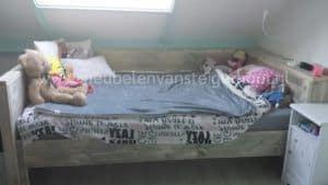 Mooie bedbank van steigerhout gemaakt in het Gooi