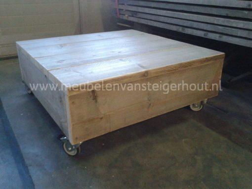 Steigerhouten salontafel op wielen, stoer model