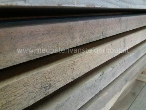 ook bij meubelen van steigerhout kunnen de meubelen worden gemaakt van gebruikt echt oud steigerhout