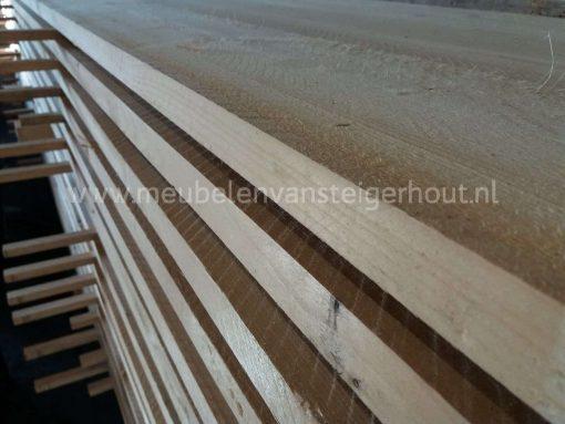 ook bij meubelen van steigerhout kunnen de meubelen worden gemaakt van nieuw steigerhout