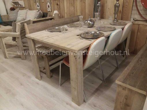Sale tafel van steigerhout in de koopjeshoek