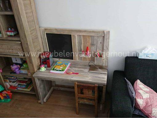 Steigerhouten speeltafel met agneetbord en pennenbak