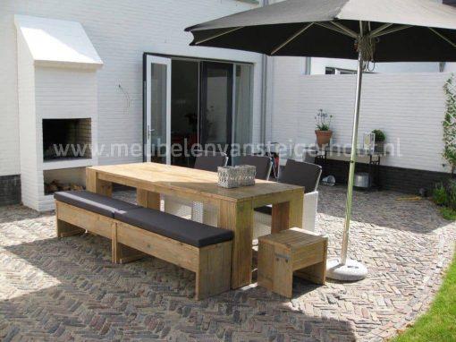 Tuinset van steigerhout met banken en stoelen