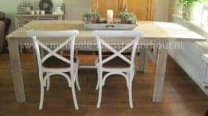 Steigerhouten tafel met de mogelijkheid om het blad te verlengen