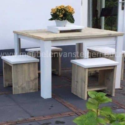 Vierkante steigerhouten tafel met wit onderstel