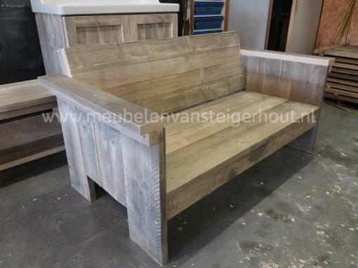 Loungebank van steigerhout luchtig open model