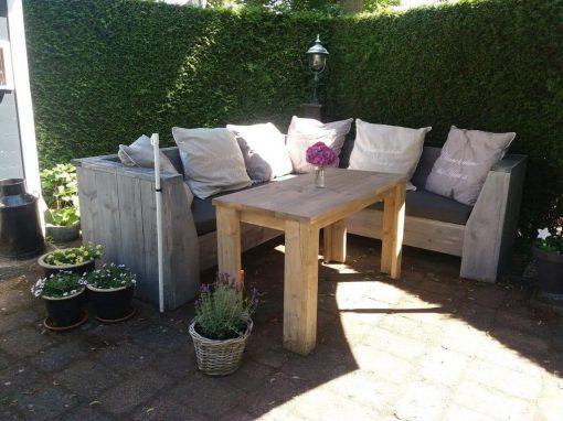 Loungen en dineren met steigerhouten loungeset
