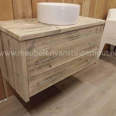 Zwevend badkamermeubel van steigerhout met 2 laden