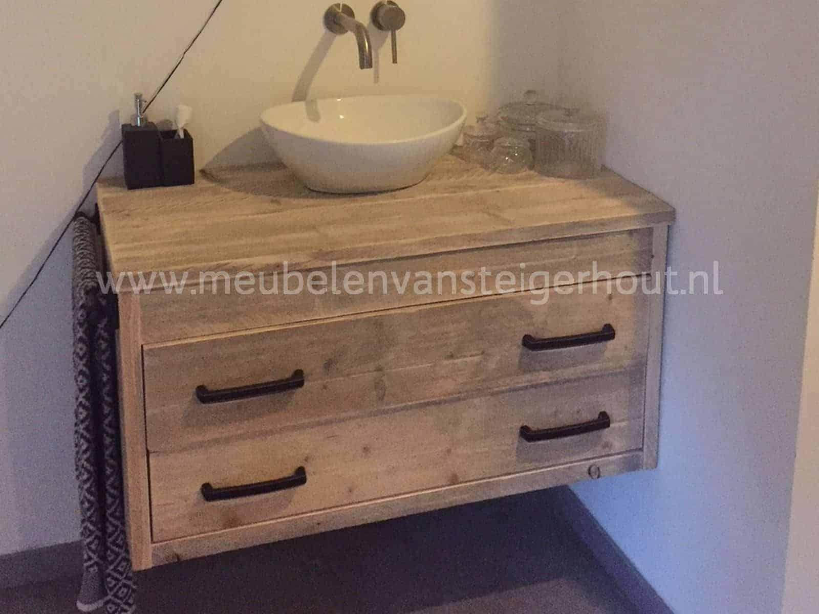 Spiegel Van Steigerhout : Wandbord van steigerhout met spiegel en plankjes gemaakt door