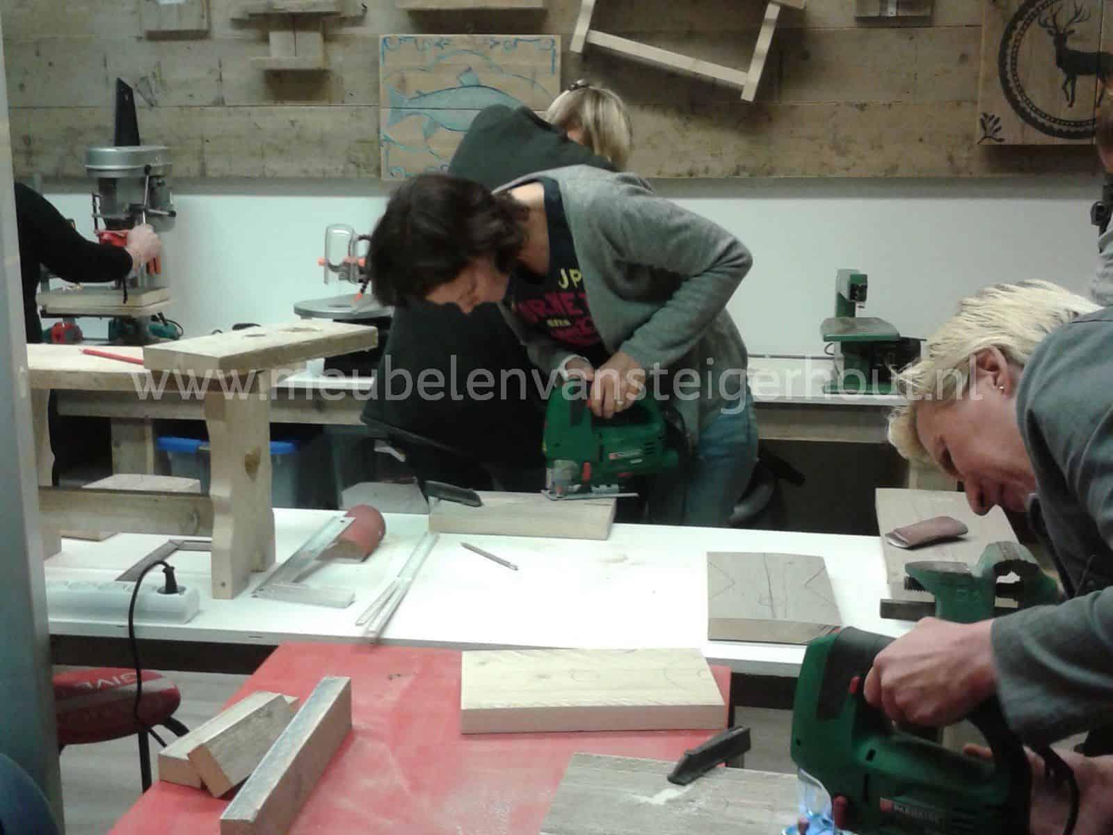 Alle workshops met steigerhout op een rij