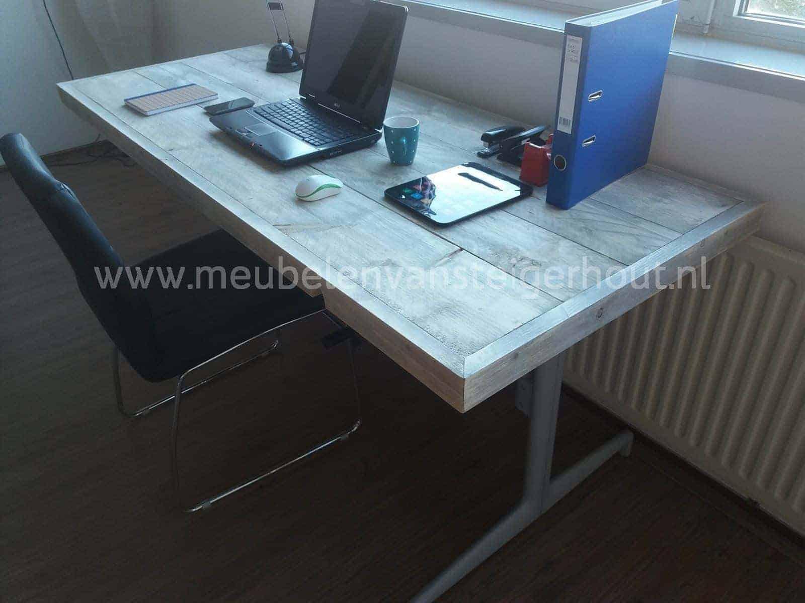 Bureau steigerhout in hoogte verstelbaar 3 meubelen van for Bureau for sale near me
