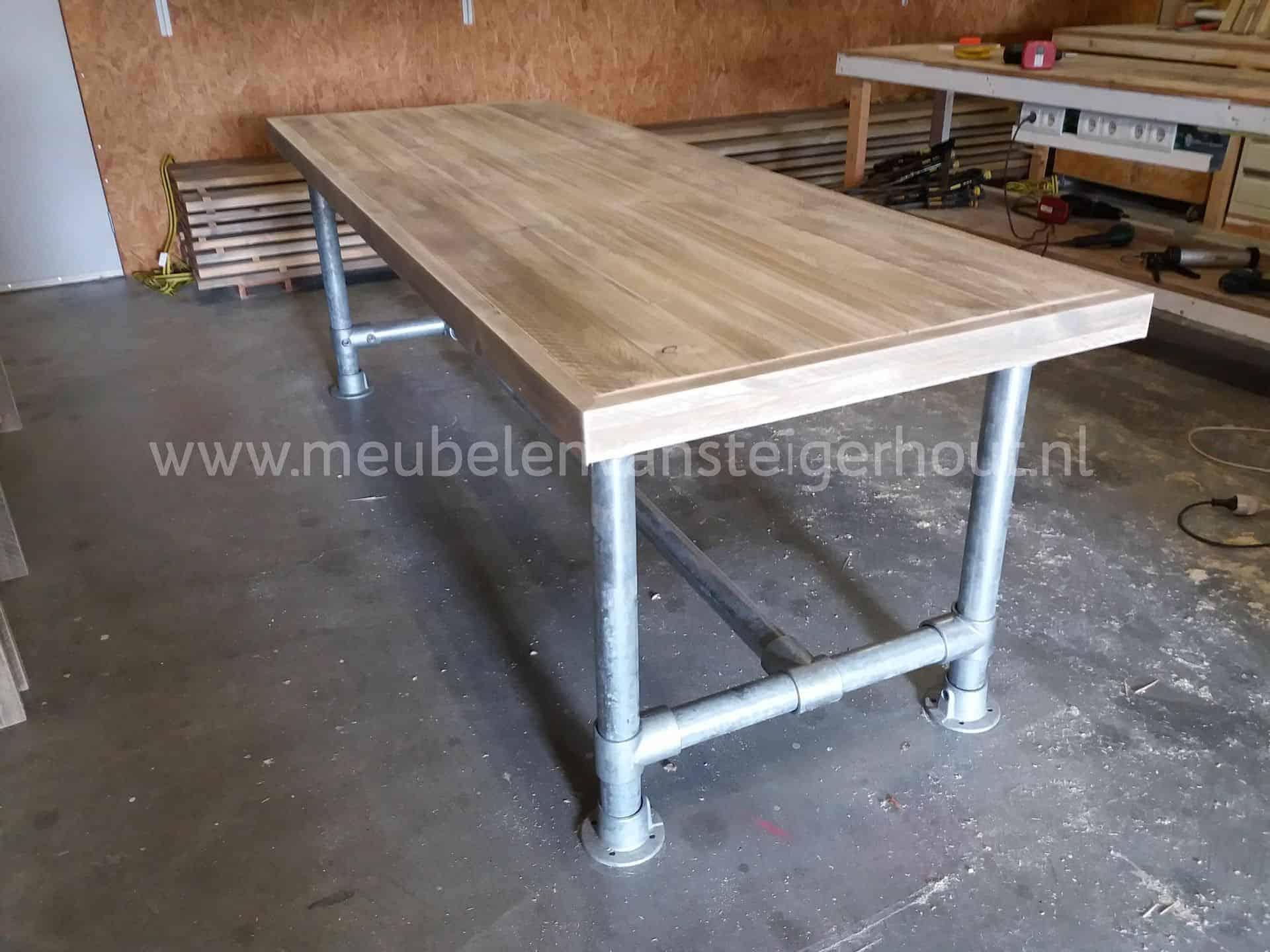 Vergadertafel steigerbuis onderstel 60 3 mm meubelen van for Steigerhout bureau
