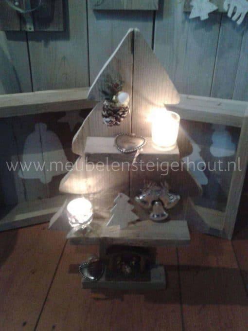 KLeine kerstboom van steigerhout, geheel gemonteerd